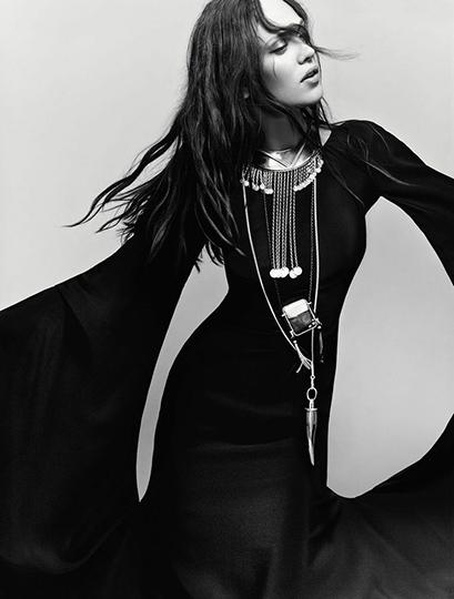 Vogue_Italia_AZlldh0H4bLG3eCwgZ3Q3Lh_SGh7BQq0P5X_WIt-bJA