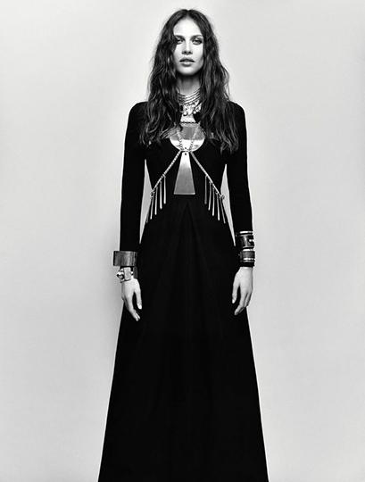Vogue_Italia_BXcefL53-iu37d3IHnadJ2YfYWzLf0clK73T1GU8eiM